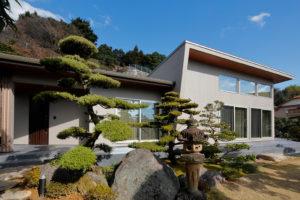 日本庭園の中にたたずむ 木もれ日と暮らす上質な空間を配した家